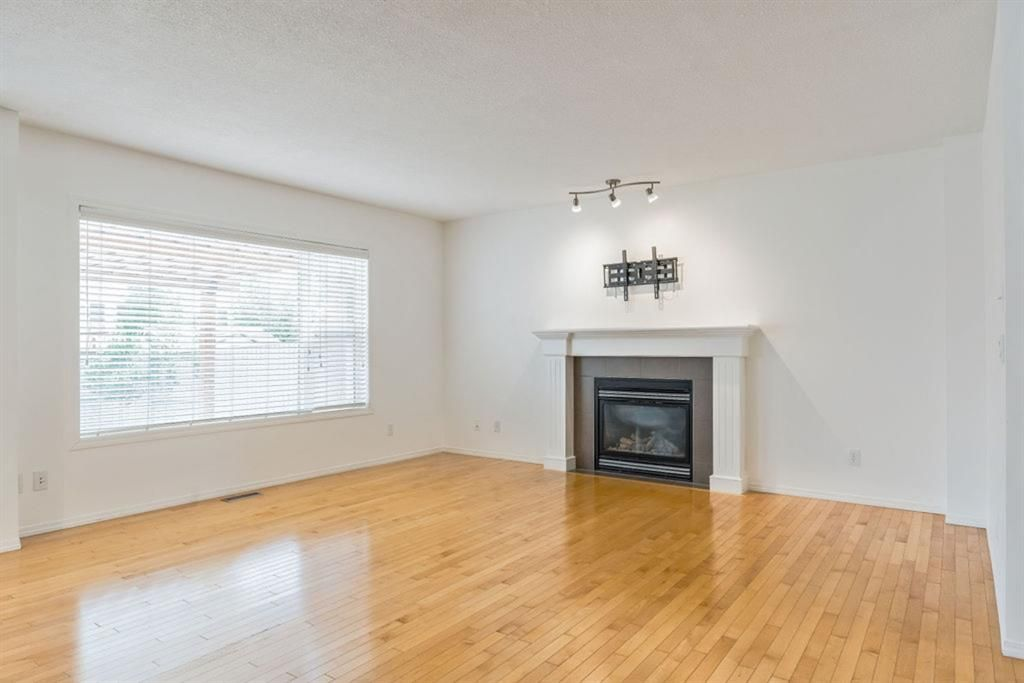 Photo 5: Photos: 53 Bridleridge Heights SW in Calgary: Bridlewood Detached for sale : MLS®# A1129360