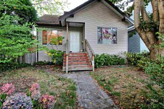 Photo 1: 811 E 12TH Avenue in Vancouver: Mount Pleasant VE House for sale (Vancouver East)  : MLS®# R2498316