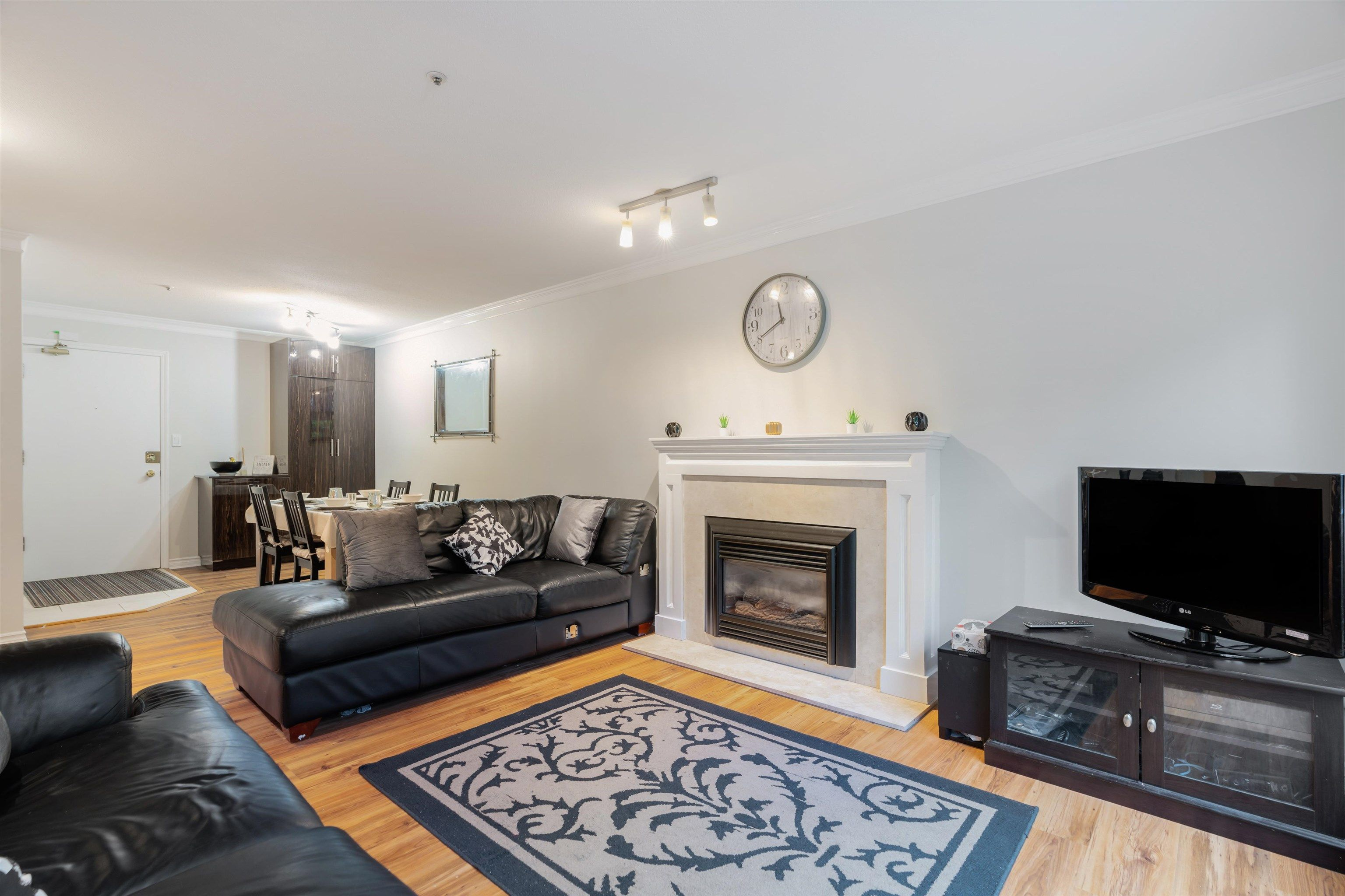 """Main Photo: 203 833 W 16TH Avenue in Vancouver: Fairview VW Condo for sale in """"THE EMERALD"""" (Vancouver West)  : MLS®# R2620364"""