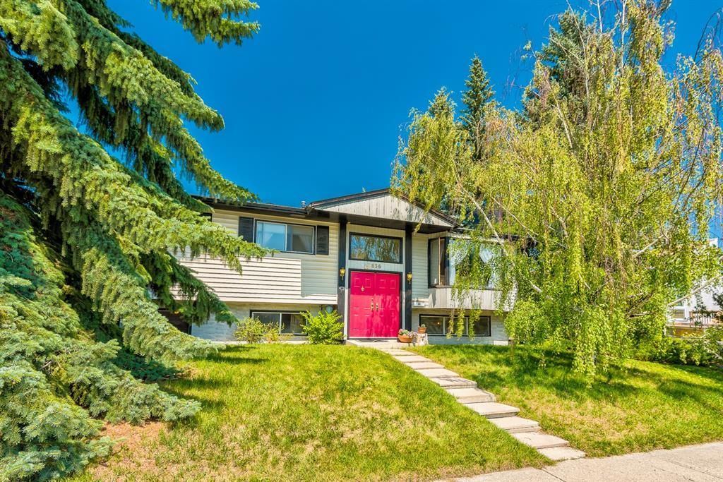 Main Photo: 5836 Silver Ridge Drive NW in Calgary: Silver Springs Detached for sale : MLS®# A1121810