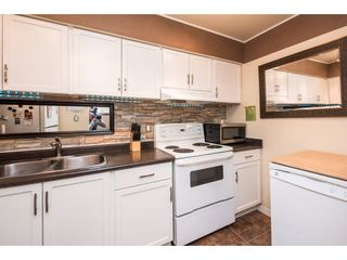 """Photo 12: 10531 HOLLY PARK Lane in Surrey: Guildford Townhouse for sale in """"HOLLY PARK LANE"""" (North Surrey)  : MLS®# R2147163"""