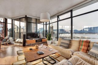 """Photo 6: 2110 128 W CORDOVA Street in Vancouver: Downtown VW Condo for sale in """"WOODWARDS W43"""" (Vancouver West)  : MLS®# R2394432"""