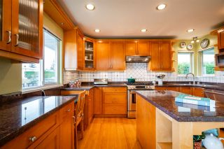 Photo 18: 15539 SEMIAHMOO AVENUE: White Rock House for sale (South Surrey White Rock)  : MLS®# R2554599
