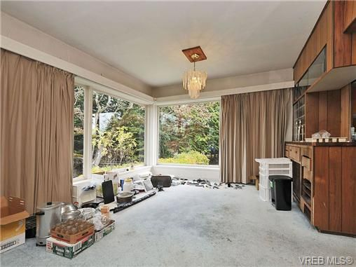 Photo 4: Photos: 3821 Synod Rd in VICTORIA: SE Cedar Hill House for sale (Saanich East)  : MLS®# 655505
