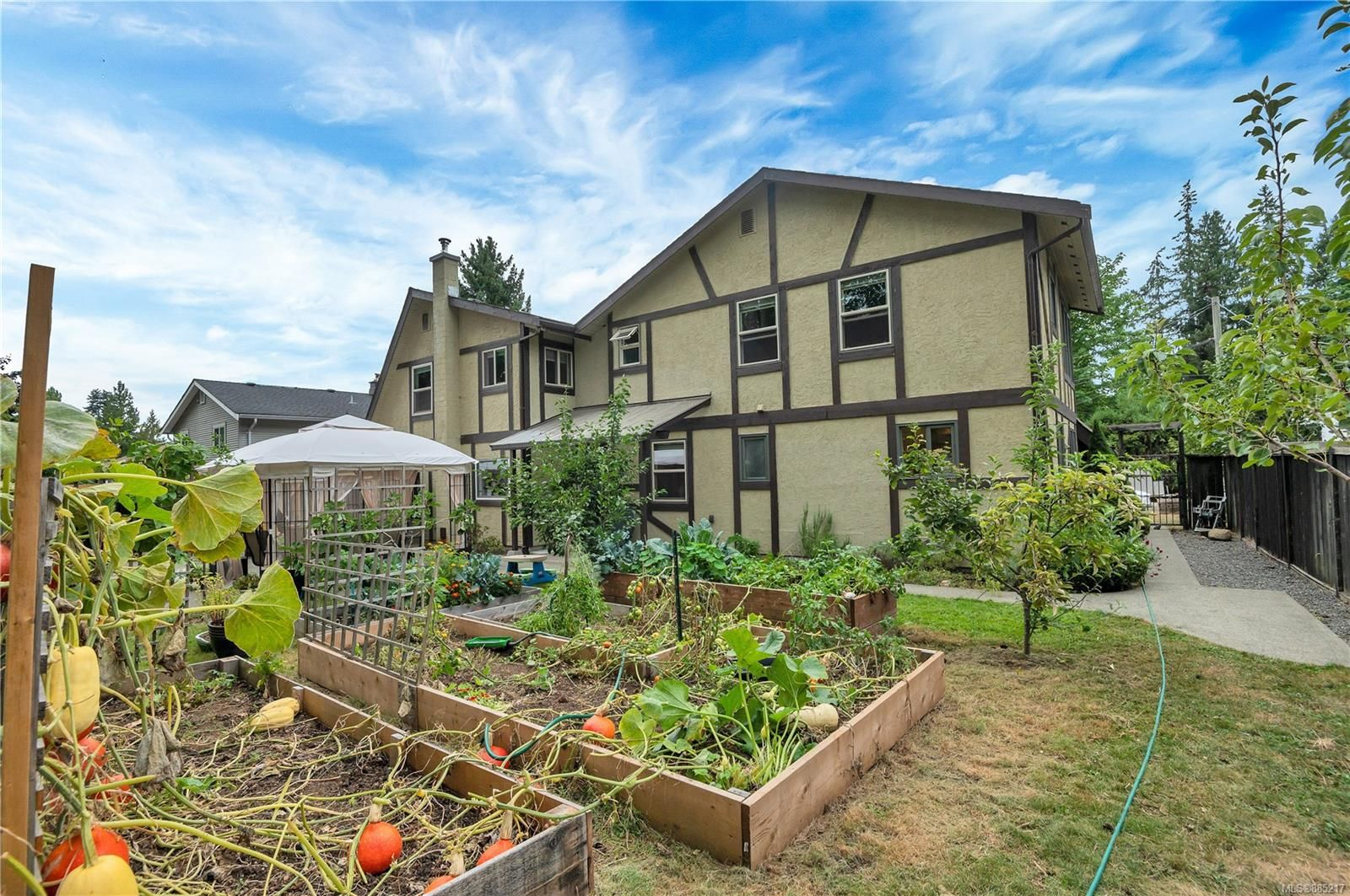 Main Photo: 2577 Copperfield Rd in : CV Courtenay City House for sale (Comox Valley)  : MLS®# 885217