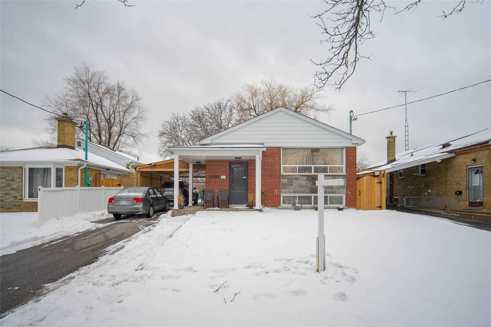 Main Photo: 954 Midland Avenue in Toronto: Eglinton East House (Bungalow) for sale (Toronto E08)  : MLS®# E4681657