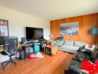 Photo 2: 2187 SANDALWOOD Crescent in Abbotsford: Central Abbotsford Duplex for sale : MLS®# R2545959