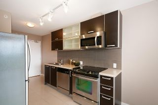 """Photo 9: 2005 9981 WHALLEY Boulevard in Surrey: Whalley Condo for sale in """"PARK PLACE 2"""" (North Surrey)  : MLS®# R2385178"""