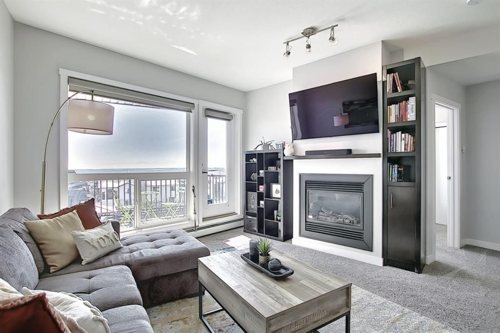 Main Photo: 302 69 Springborough Court SW in Calgary: Springbank Hill Apartment for sale : MLS®# A1085302