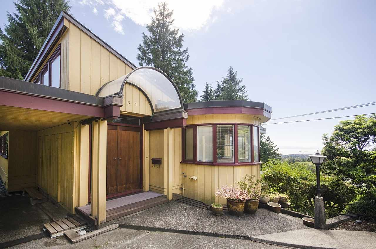 Main Photo: 231 W BALMORAL Road in North Vancouver: Upper Lonsdale House for sale : MLS®# R2190109