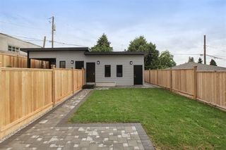 Photo 19: 233 W 19TH Street in North Vancouver: Central Lonsdale 1/2 Duplex for sale : MLS®# R2202782