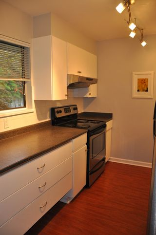 Photo 6: 915 Britton Drive in Woodside Village: Home for sale