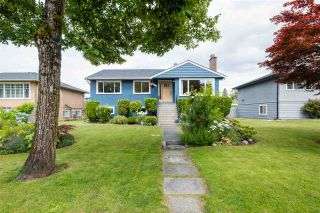 """Photo 2: 8555 KARRMAN Avenue in Burnaby: The Crest House for sale in """"The Crest"""" (Burnaby East)  : MLS®# R2473299"""