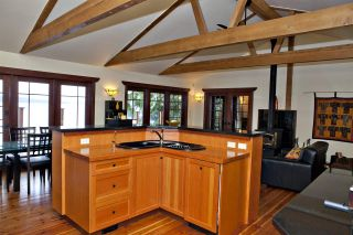 Photo 9: 477 LETOUR Road: Mayne Island House for sale (Islands-Van. & Gulf)  : MLS®# R2475713