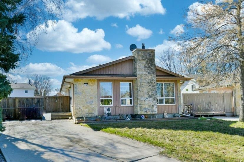Main Photo: 92 Blackwater Bay in Winnipeg: River Park South Residential for sale (2F)  : MLS®# 202009699