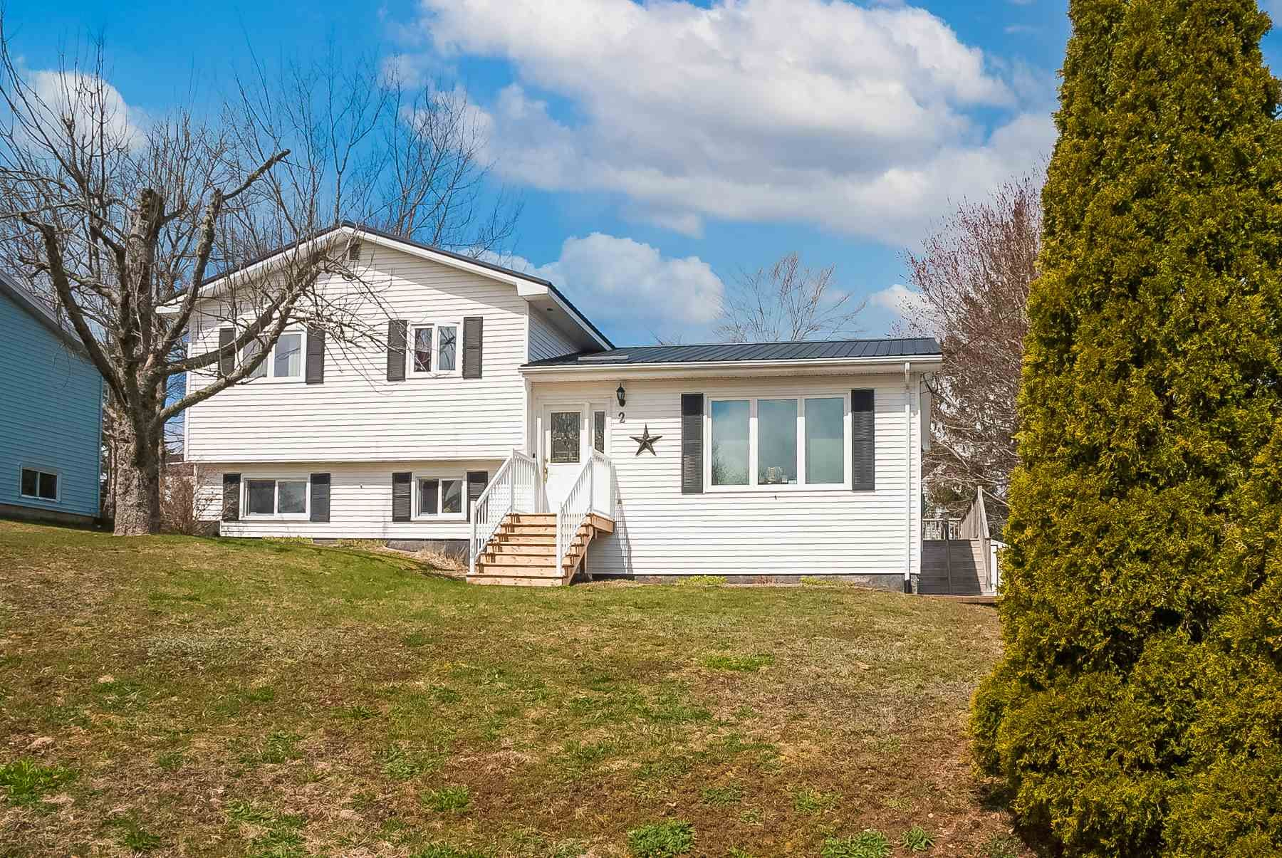 Main Photo: 2 Pinecrest Boulevard in Bridgewater: 405-Lunenburg County Residential for sale (South Shore)  : MLS®# 202109793