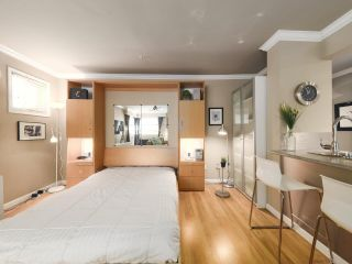 """Photo 15: 213 1940 BARCLAY Street in Vancouver: West End VW Condo for sale in """"Bourbon Court"""" (Vancouver West)  : MLS®# R2473241"""