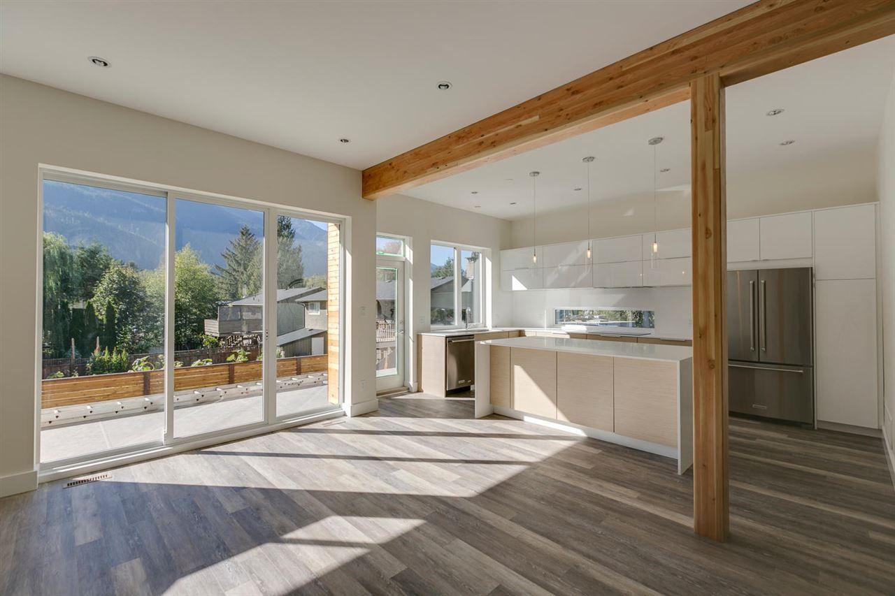 "Main Photo: 41783 COTTONWOOD Road in Squamish: Brackendale 1/2 Duplex for sale in ""Brackendale"" : MLS®# R2116070"