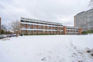 Photo 2: 302 135 Leeward Glenway Street in Toronto: Flemingdon Park Condo for sale (Toronto C11)  : MLS®# C5127058