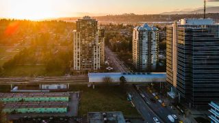 """Photo 21: 2408 10777 UNIVERSITY Drive in Surrey: Whalley Condo for sale in """"City Point"""" (North Surrey)  : MLS®# R2543029"""
