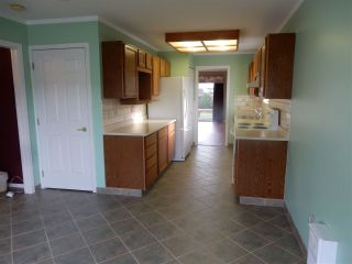 """Photo 5: 2 767 NORTH Road in Gibsons: Gibsons & Area Townhouse for sale in """"North Oaks"""" (Sunshine Coast)  : MLS®# R2133128"""