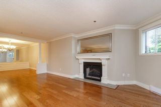 Photo 6: 111 1560 Hillside Ave in : Vi Oaklands Condo for sale (Victoria)  : MLS®# 851555