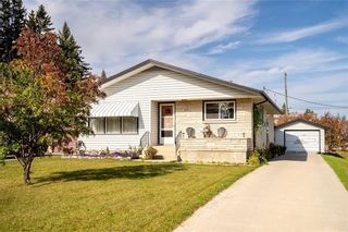 Photo 4: 821 Ashton Avenue in Beausejour: House for sale : MLS®# 202124144