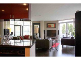 "Photo 2: 190 COOPER'S MEWS BB in Vancouver: False Creek North Condo for sale in ""QUAY WEST"" (Vancouver West)  : MLS®# V881995"