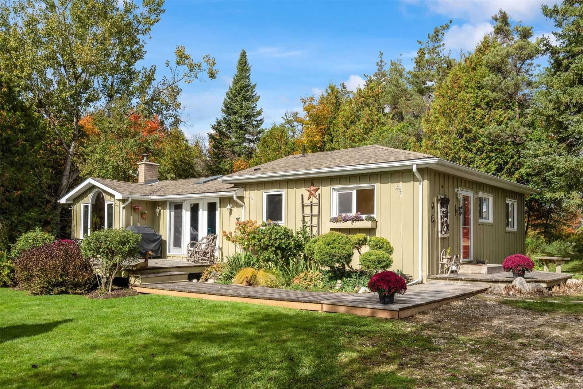 Main Photo: 596302 2nd Line W in Mulmur: Rural Mulmur House (Bungalow) for sale : MLS®# X4944153