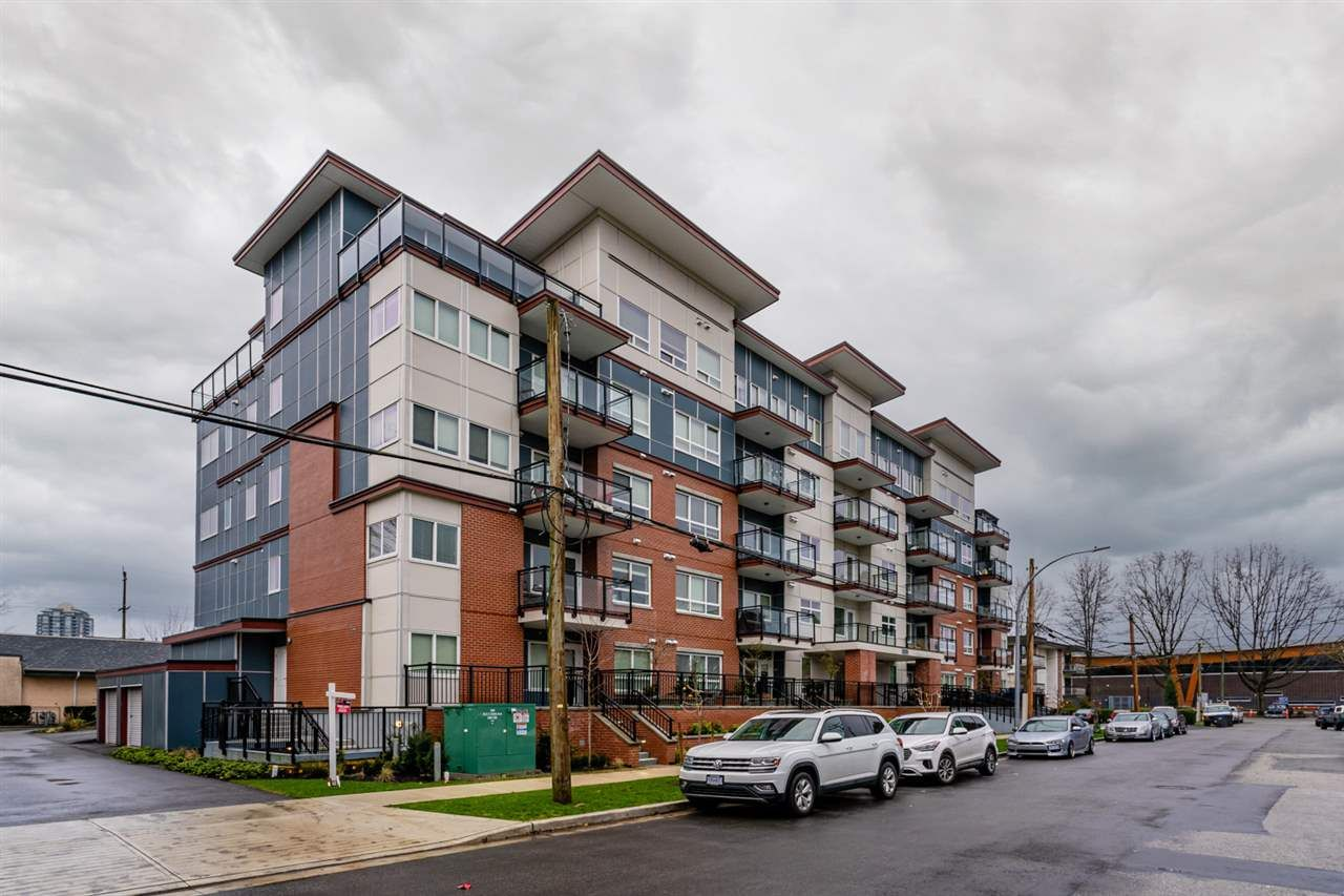 "Main Photo: 504 2229 ATKINS Avenue in Port Coquitlam: Central Pt Coquitlam Condo for sale in ""Downtown Pointe"" : MLS®# R2553513"