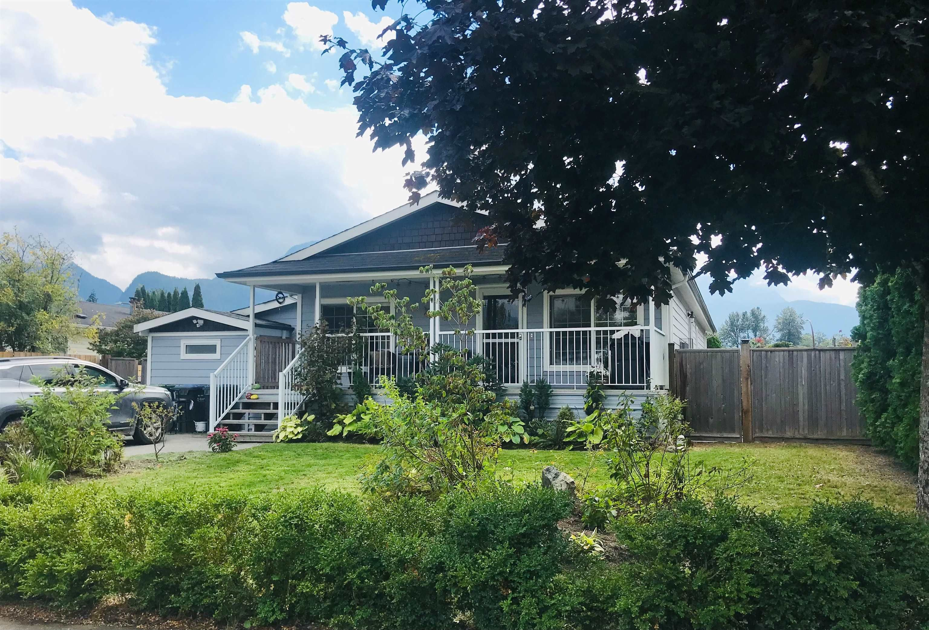 """Main Photo: 1061 EDGEWATER Crescent in Squamish: Northyards House for sale in """"EDGEWATER"""" : MLS®# R2618673"""
