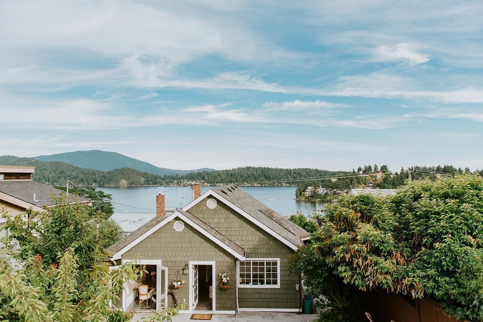 Main Photo: 527 S FLETCHER Road in Gibsons: Gibsons & Area House for sale (Sunshine Coast)  : MLS®# R2596702