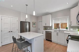 Photo 8: 2112 Echo Valley Crt in VICTORIA: La Bear Mountain House for sale (Langford)  : MLS®# 835013