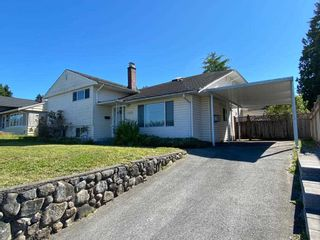 Photo 2: 4266 HAZELWOOD Crescent in Burnaby: Garden Village House for sale (Burnaby South)  : MLS®# R2521799