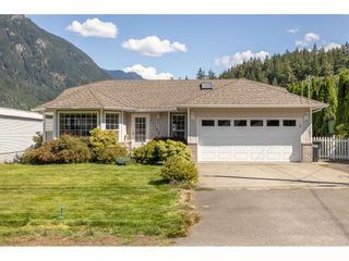 Photo 2: 21102 LAKEVIEW Crescent in Hope: Hope Kawkawa Lake House for sale : MLS®# R2612402