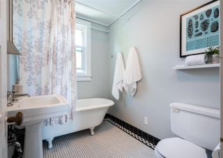 """Photo 16: 201 E 19TH Street in North Vancouver: Central Lonsdale House for sale in """"Finlay's Row"""" : MLS®# R2591250"""