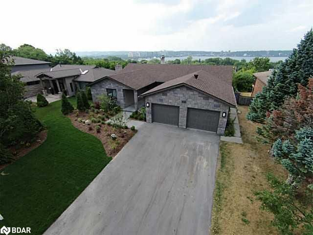 Main Photo: 40 WOODCREST Road in Barrie: House for sale