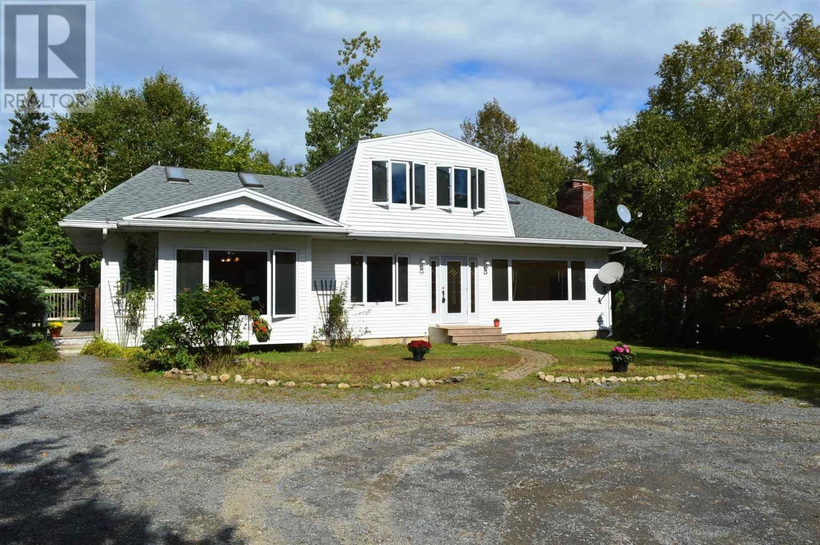 Main Photo: 782 Heckmans Island Road in Heckman's Island: House for sale : MLS®# 202121081