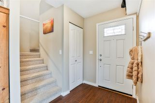 """Photo 2: 6187 E GREENSIDE Drive in Surrey: Cloverdale BC Townhouse for sale in """"Greenside Estates"""" (Cloverdale)  : MLS®# R2237894"""