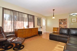 Photo 2: 15837 Thrift Avenue in White Rock: Home for sale : MLS®# F1005736