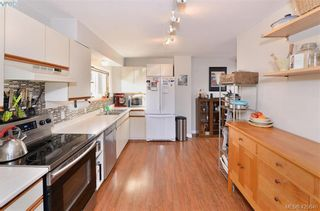 Photo 3: 569 Hurst Ave in VICTORIA: SW Glanford House for sale (Saanich West)  : MLS®# 832507