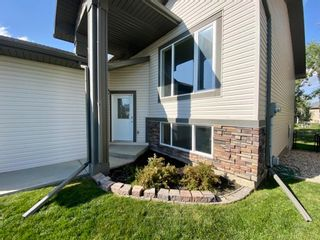 Photo 2: 1114 Highland Green View NW: High River Detached for sale : MLS®# A1143403