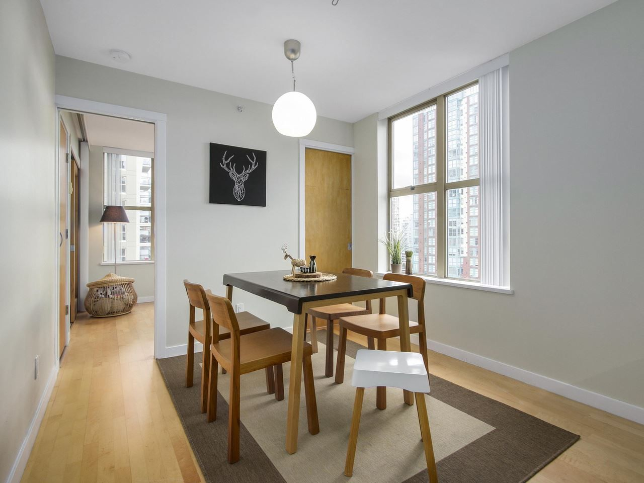 """Main Photo: 1606 989 RICHARDS Street in Vancouver: Downtown VW Condo for sale in """"MONDRIAN I"""" (Vancouver West)  : MLS®# R2122201"""