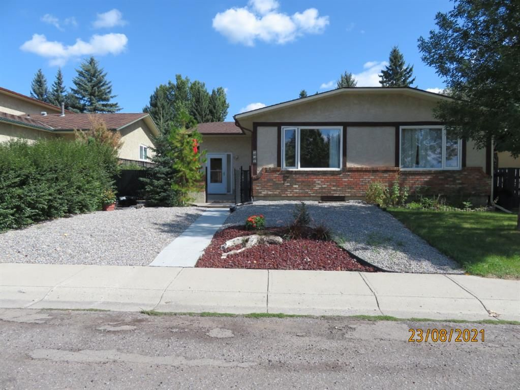 Welcome to 357 Woodvale Crescent SW
