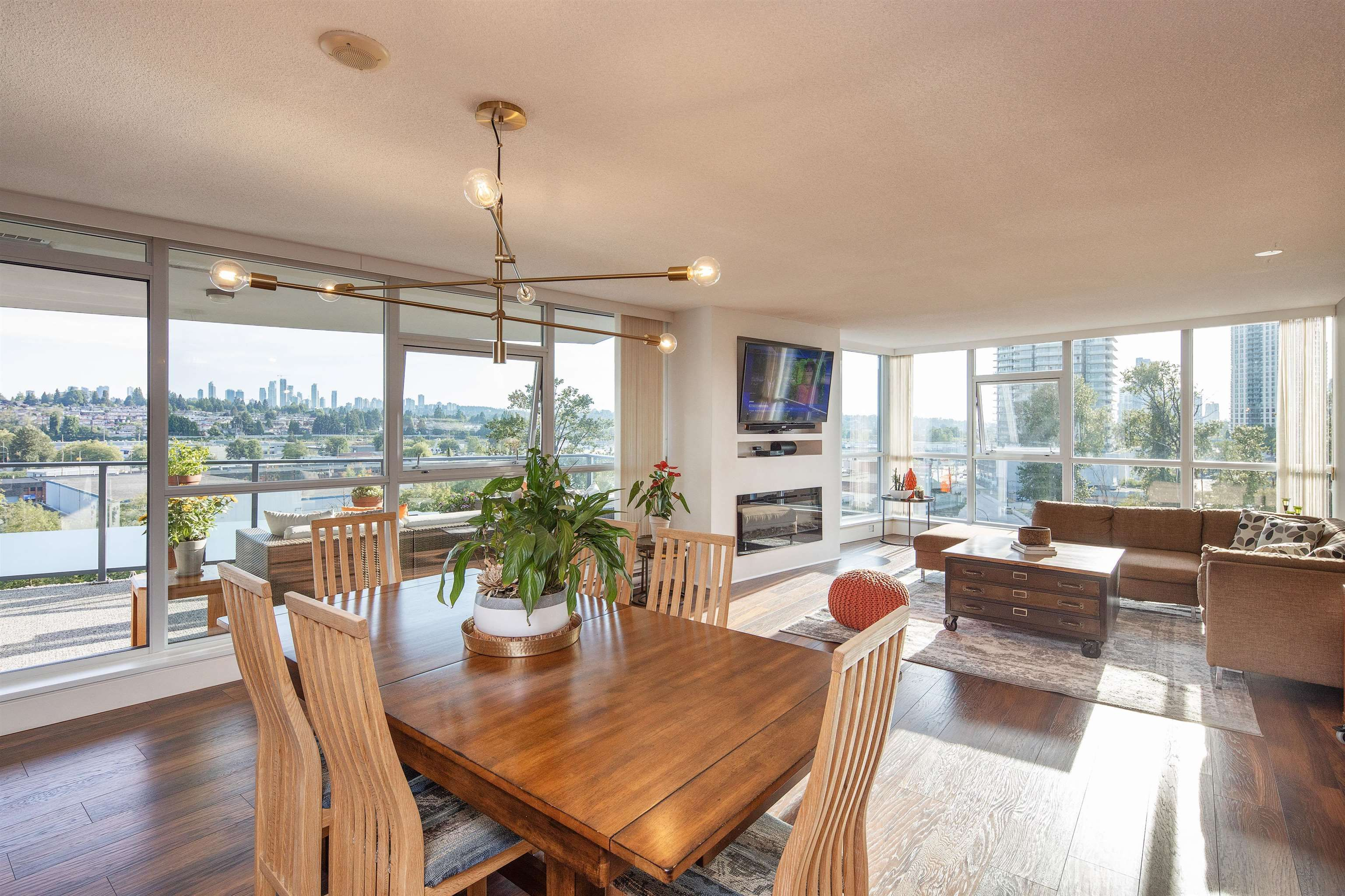 """Main Photo: 805 5611 GORING Street in Burnaby: Central BN Condo for sale in """"Legacy Towers"""" (Burnaby North)  : MLS®# R2609563"""
