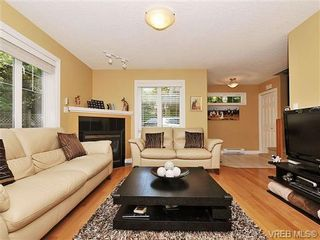 Photo 2: 3850 Stamboul St in VICTORIA: SE Mt Tolmie Row/Townhouse for sale (Saanich East)  : MLS®# 646532