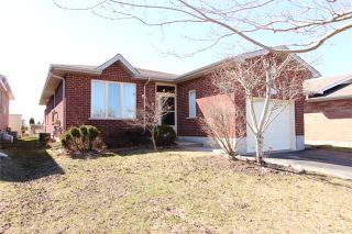 Photo 1: 333 W Mary Street in Kawartha Lakes: Lindsay House (Bungalow) for sale : MLS®# X3472192