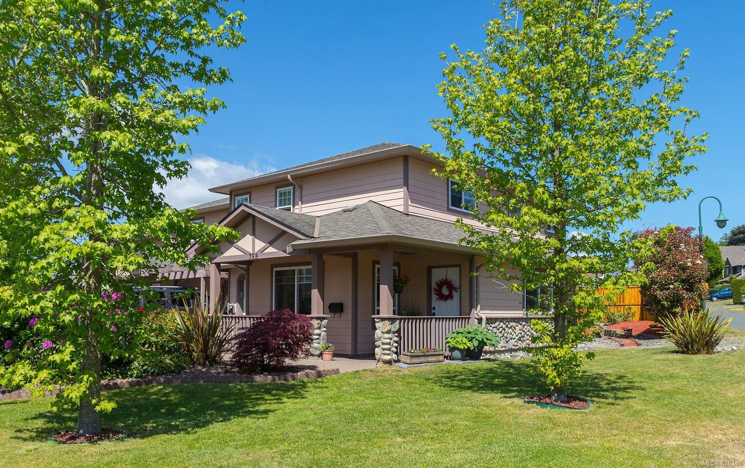 Main Photo: 758 Blackberry Rd in : SE High Quadra Row/Townhouse for sale (Saanich East)  : MLS®# 876346