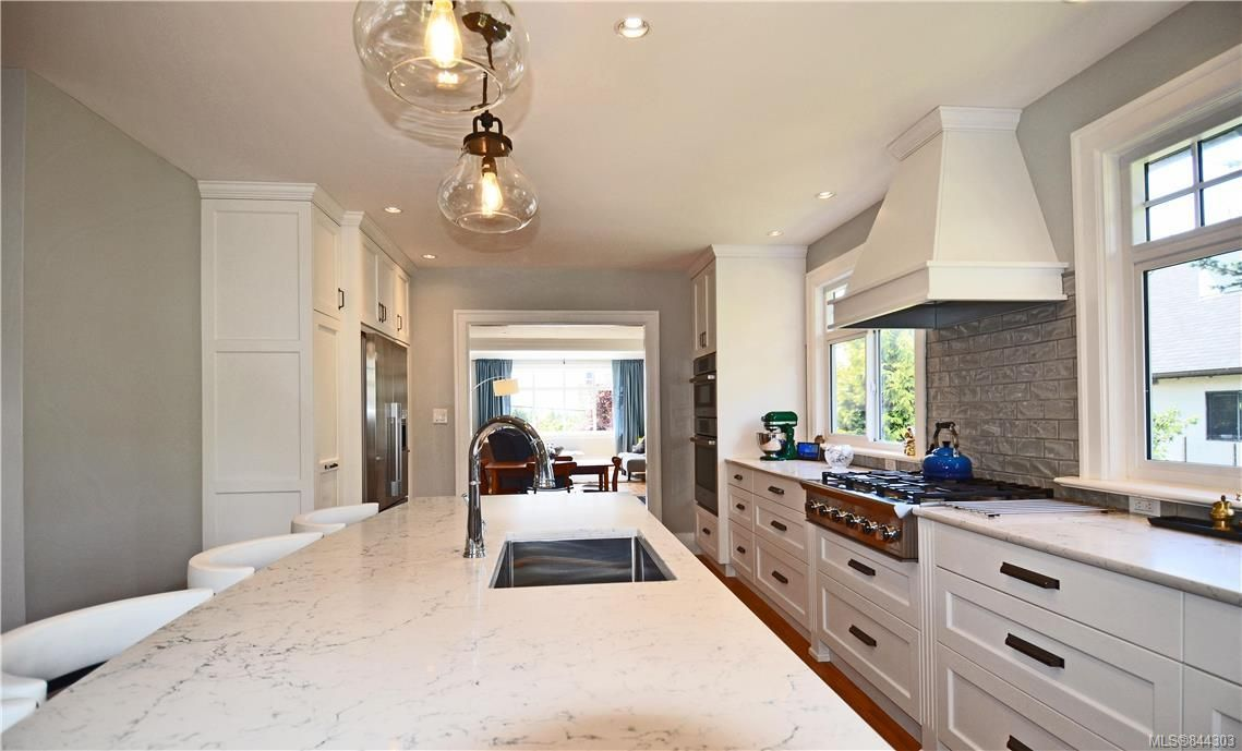 Photo 7: Photos: 2420 Nottingham Rd in Oak Bay: OB Estevan House for sale : MLS®# 844303