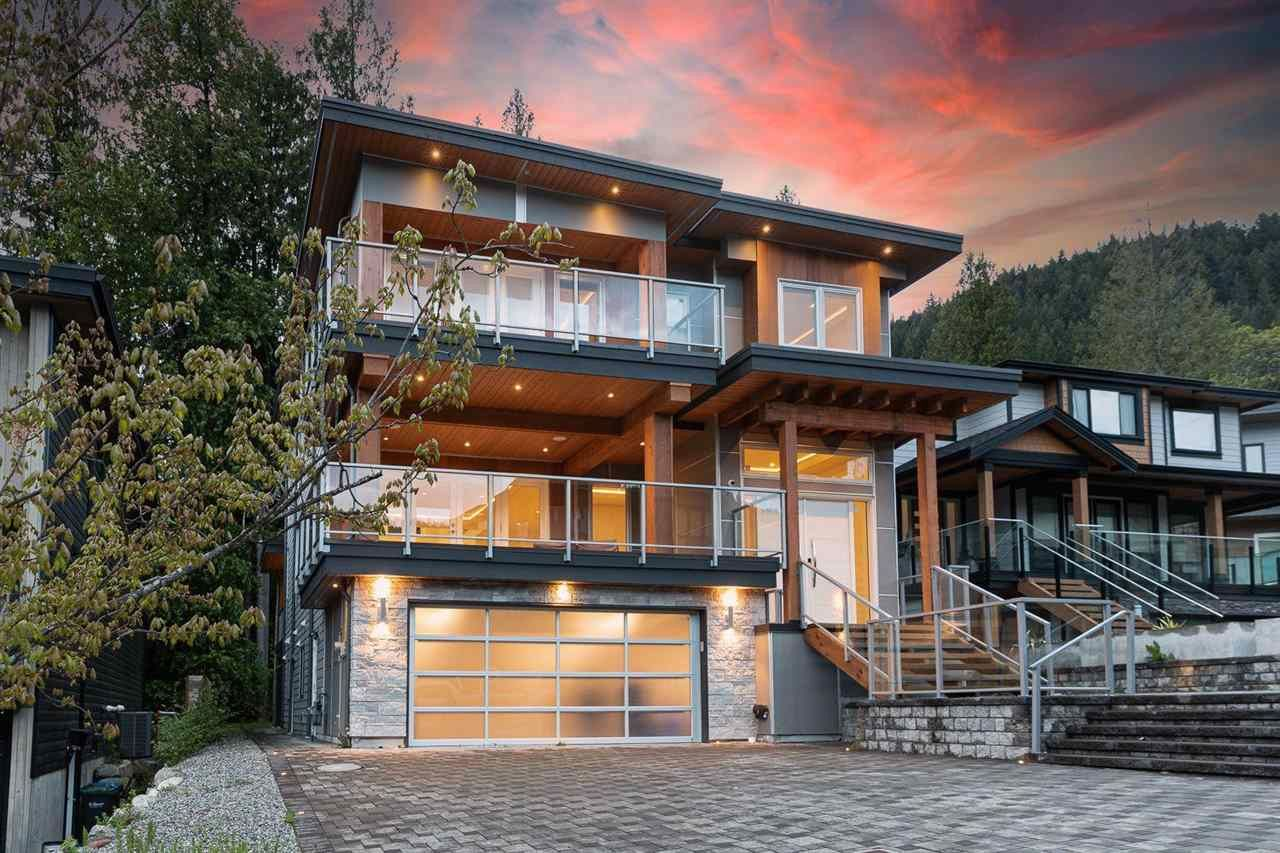 Main Photo: 3315 DESCARTES Place in Squamish: University Highlands House for sale : MLS®# R2580131